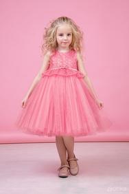 157c20a8acba1c8 -28% Платье нарядное клубнично-розового цвета с многослойной юбкой и  кружевом