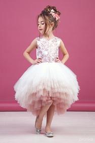 6e5e75433d8badb Платье нарядное пудрового цвета с асимметричной многоярусной юбкой