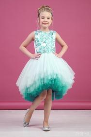 429e3405fc2 Платье нарядное изумрудное с асимметричной многоярусной юбкой
